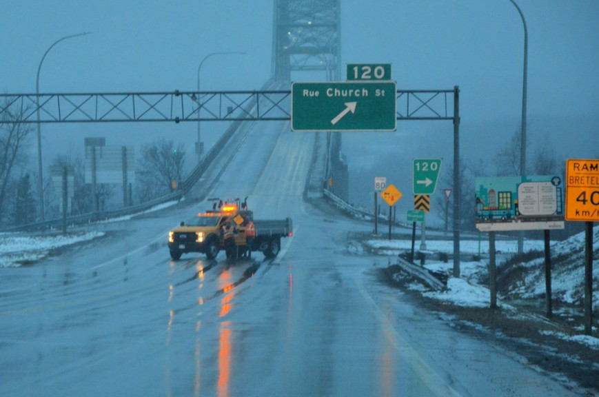 The Centennial Bridge in Miramichi was closed for roughly three hours Saturday night due to ice chunks falling off the arch span onto moving vehicles below. It was reopened by 9:30 p.m.