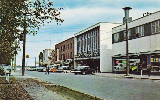 Pictured is a postcard of King Ave in Bathurst circa1960.