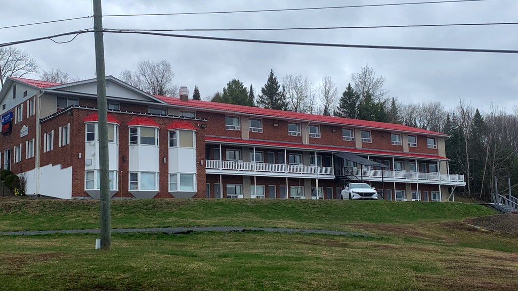 The Canada's Best Value Inn in Woodstock was inundated with calls from out-of-province travellers after it was temporarily on a list of designated isolation hotels for the province.