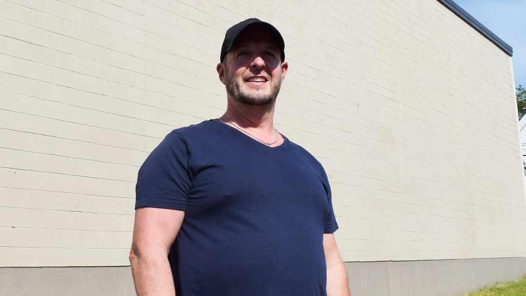 Miramichi artist Allie Howe will soon begin work on a new mural in Chatham. He said the piece will be reminiscent of the mural he painted on the former Vogue Theatre in 2017.