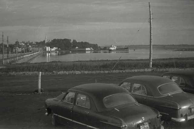 Pictured in this Angus Branch photograph from the Bathurst Heritage Museum is anice evening on the boulevard in the early 1950s. The photo is looking toward what isknown to locals as Village Hill.