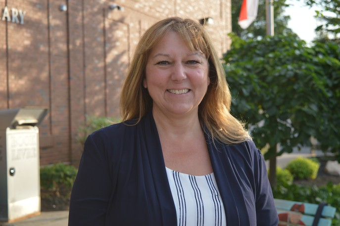 Bathurst Mayor Kim Chamberlain says a feasibility study for a regional bus system will move ahead after a meeting with the region's mayors, who are in favour of the idea.