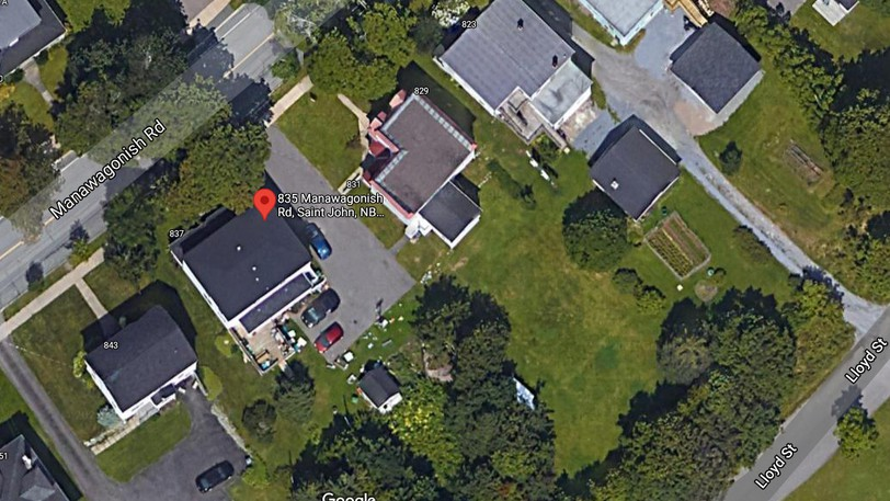 An aerial view from Google Maps of 829-831 and 835-837 Manawagonish Road. You can see Stacey Arthurs' home tagged. The Matthews live next door. This image is from before the Matthews cut a couple parking spaces in their front lawn and then eventually put up a fence on their property preventing Arthurs from using their driveway to access her rear parking lot. You can also spot a car parked in the driveway next to Arthurs' home.