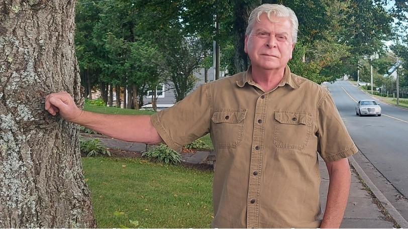 For 16 days from June until mid-July, David Armstrong mounted a speed tracker on a tree on his front lawn. The device clocked about 36,000 cars driving down Riverview Avenue, and found most were driving above the speed limit.