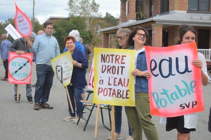 Residents of Saint-Hilaire held a protest on Sept. 1 to demand a solution to their water problems.