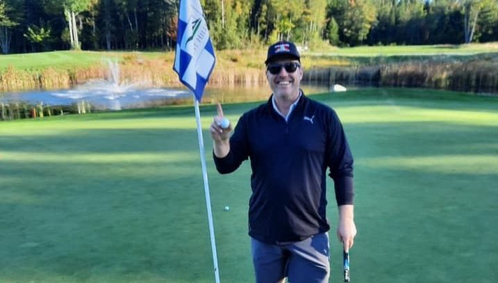Former STU Tommies forward Edan Welch holds up his golf ball after a hole-in-one on No. 5 at West Hills Golf Club recently.