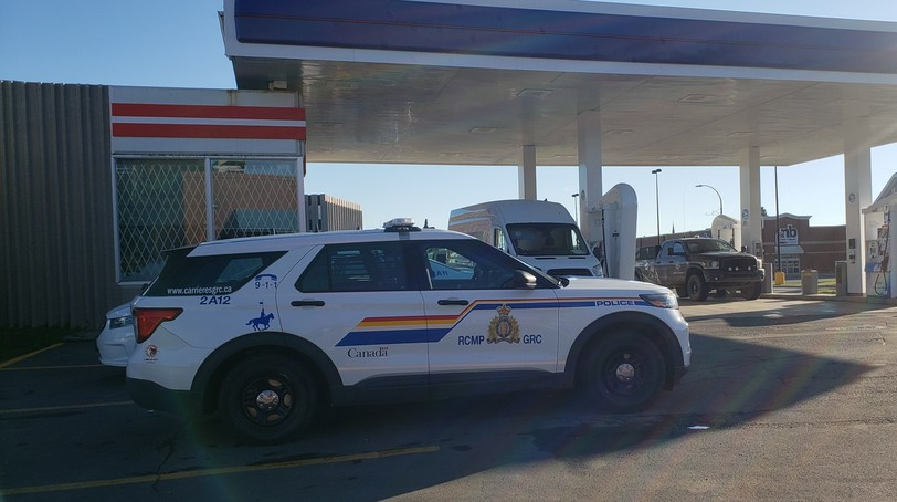 Police responded to a robbery call early Monday morning at the Irving Mainway on Roseberry Street in Campbellton. A shopper tackled the suspect shortly after he had stolen a couple packs of cigarettes and dashed out the door.
