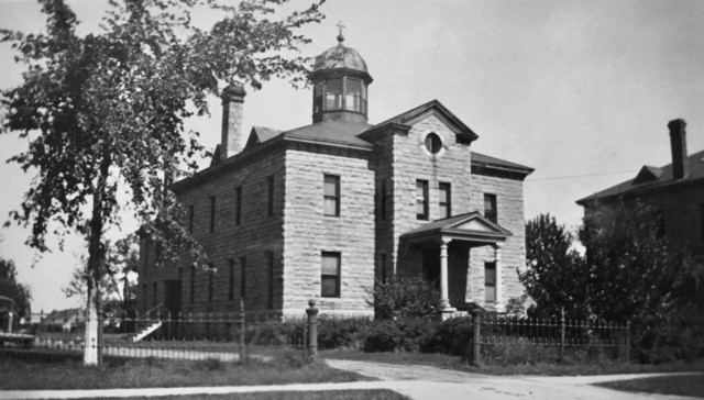 Picturedin this photo from the BathurstHeritage Museum is the Sacred Heart convent in 1938.