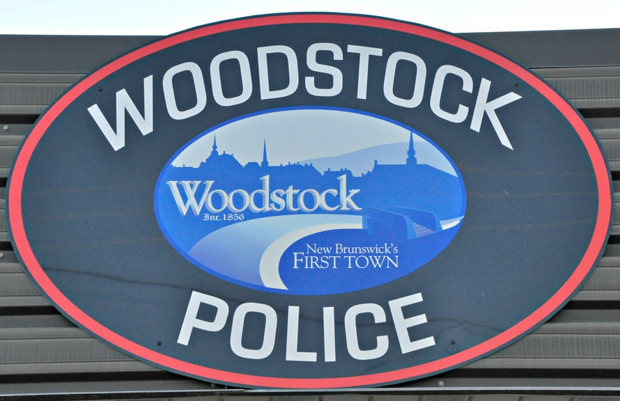 Woodstock police arrested a man who allegedly made deathand bodilyharm threatsagainst officers.