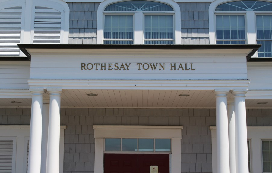 Rothesay council has approved its 2021 budget on Monday night, one day ahead of the provincial filing deadline.