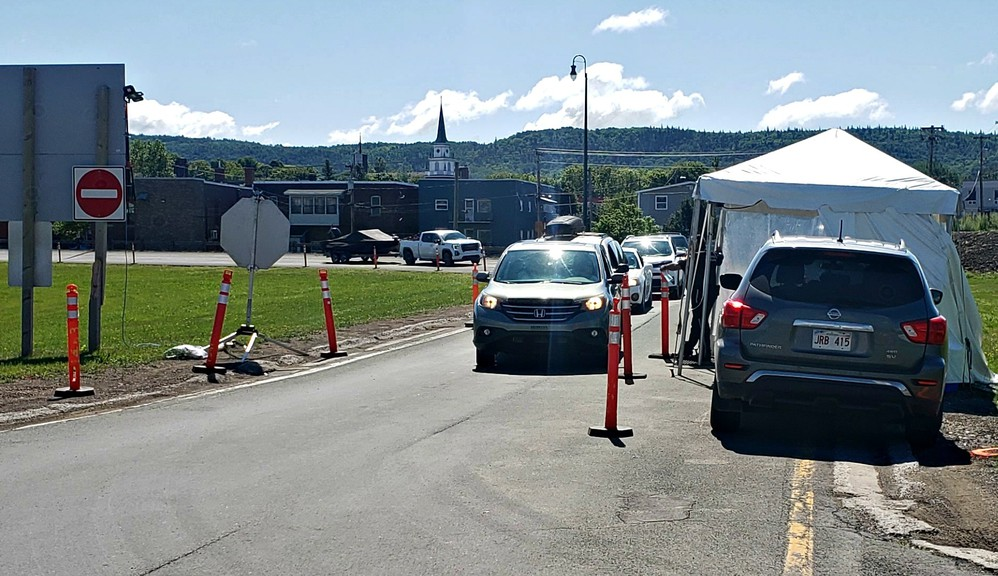 Traffic delays were shortlived on the JC Van Horne Bridge to Quebec on Aug. 1, the first day of a new bubble for the border community.
