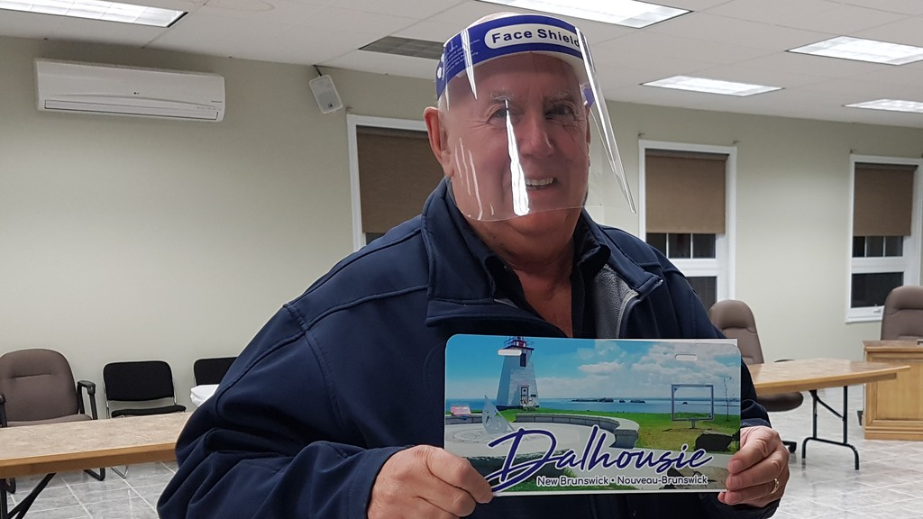 Coun. Mel Ferguson shows a decorative licence plate showing the Inch Arran lighthouse. The town may buy enough not only for the front of its municipal vehicles, but to sell to tourists and residents to promote the town.