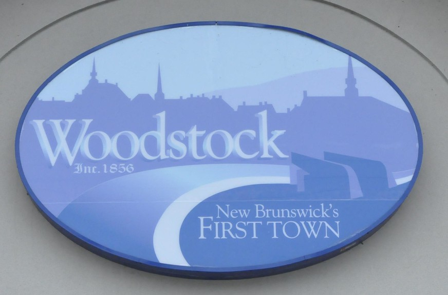 Developers of a new 14-unit apartment building in Woodstock were urged to make several changes to their project by Woodstock Town Council Monday.