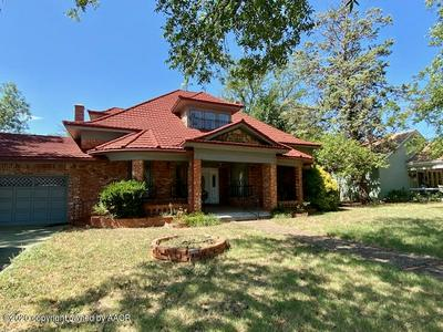 505 AVENUE D NW, Childress, TX 79201 - Photo 2