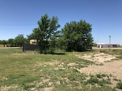 204 N VINE ST, Claude, TX 79019 - Photo 2