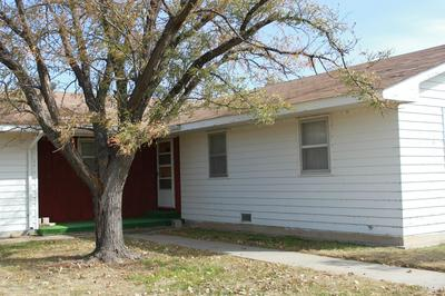 712 CHARLES AVE, PANHANDLE, TX 79068 - Photo 2
