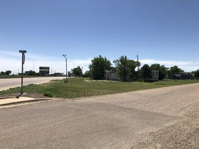 204 N VINE ST, Claude, TX 79019 - Photo 1