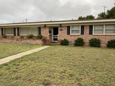 401 BAYLOR ST, Borger, TX 79007 - Photo 2