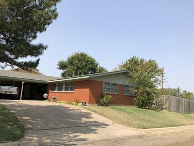 417 BAYLOR ST, Borger, TX 79007 - Photo 2