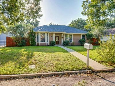 702 BURLESON ST, Smithville, TX 78957 - Photo 2