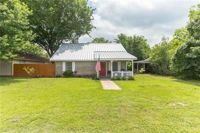 606 WILKES ST, Smithville, TX 78957 - Photo 1