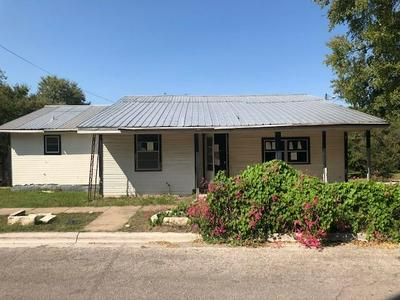 711 SYCAMORE ST, Lockhart, TX 78644 - Photo 1