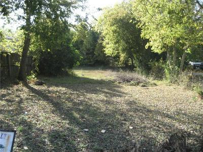 813 CHIHUAHUA ST, Lockhart, TX 78644 - Photo 2