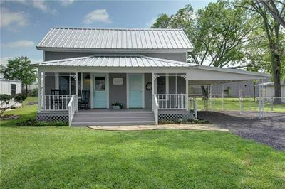 104 CLEVELAND ST, SMITHVILLE, TX 78957 - Photo 1