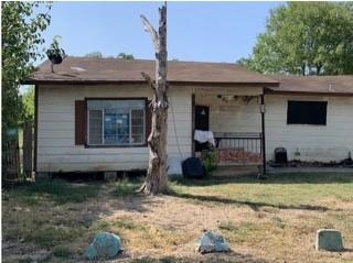 414 E 6TH ST, Taylor, TX 76574 - Photo 1
