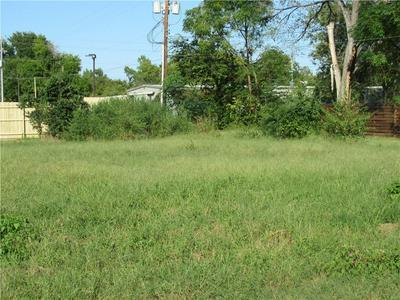 1103 NE 2ND ST, Smithville, TX 78957 - Photo 2