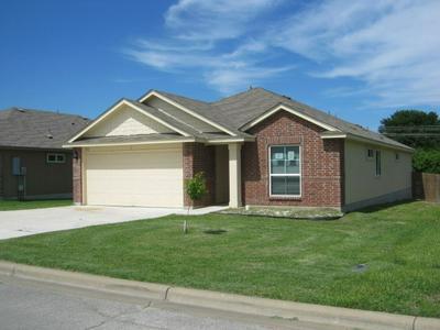 152 FALCON DR, Luling, TX 78648 - Photo 1