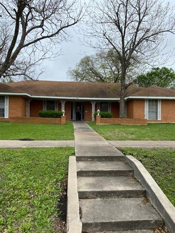 904 DAVIS ST, TAYLOR, TX 76574 - Photo 1