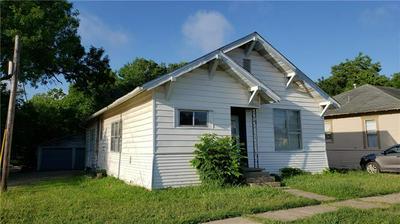 709 W 6TH ST, Taylor, TX 76574 - Photo 2