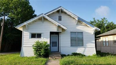 709 W 6TH ST, Taylor, TX 76574 - Photo 1