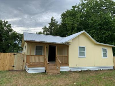 206 LEE ST, Smithville, TX 78957 - Photo 2