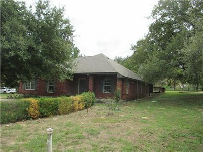 117 WILLIAMS ST, Bastrop, TX 78602 - Photo 2