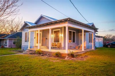 1433 SAINT LAWRENCE ST, Gonzales, TX 78629 - Photo 1