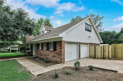 907 CHARLESTON BLVD, Smithville, TX 78957 - Photo 2