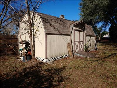 1410 NE 8TH ST, Smithville, TX 78957 - Photo 2