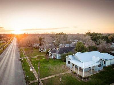 1433 SAINT LAWRENCE ST, Gonzales, TX 78629 - Photo 2