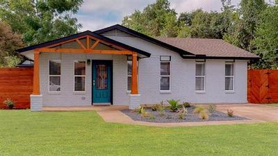 407 MAGNOLIA ST, Bastrop, TX 78602 - Photo 2