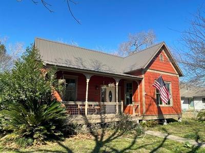 201 SHORT ST, Smithville, TX 78957 - Photo 1