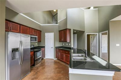 910 W 25TH ST APT 606, Austin, TX 78705 - Photo 2