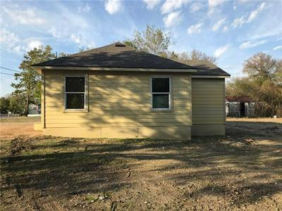 717 S MAIN ST, Taylor, TX 76574 - Photo 2
