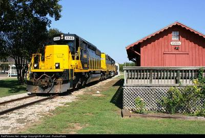 212 INSIDER LOOP, Elgin, TX 78621 - Photo 2