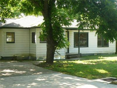404 BYRNE ST, Smithville, TX 78957 - Photo 2