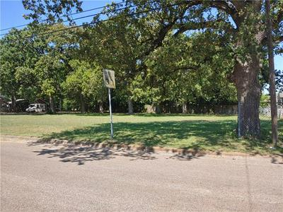 2106 N FANNIN AVE, Cameron, TX 76520 - Photo 1