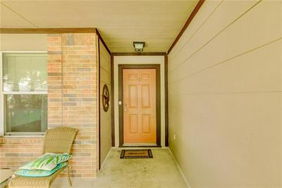 2102 OAKLAWN DR, Taylor, TX 76574 - Photo 2
