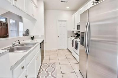 611 E 45TH ST APT 10, Austin, TX 78751 - Photo 2
