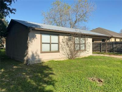 557 E HEMPSTEAD ST, GIDDINGS, TX 78942 - Photo 2